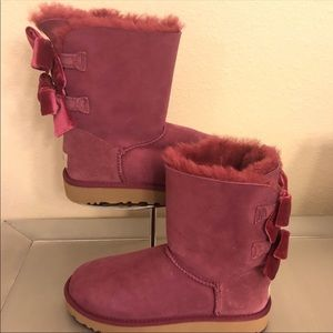UGGS Boots Bailey bow velvet Ribbon size 7